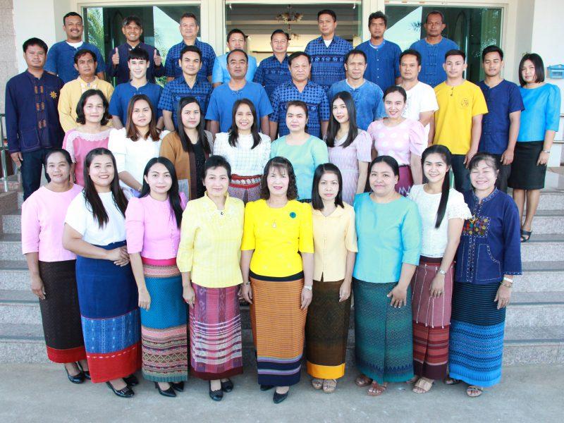 เทศบาลตำบลรังกาใหญ่ ร่วมส่งเสริมและสนับสนุนการใส่ผ้าไทย